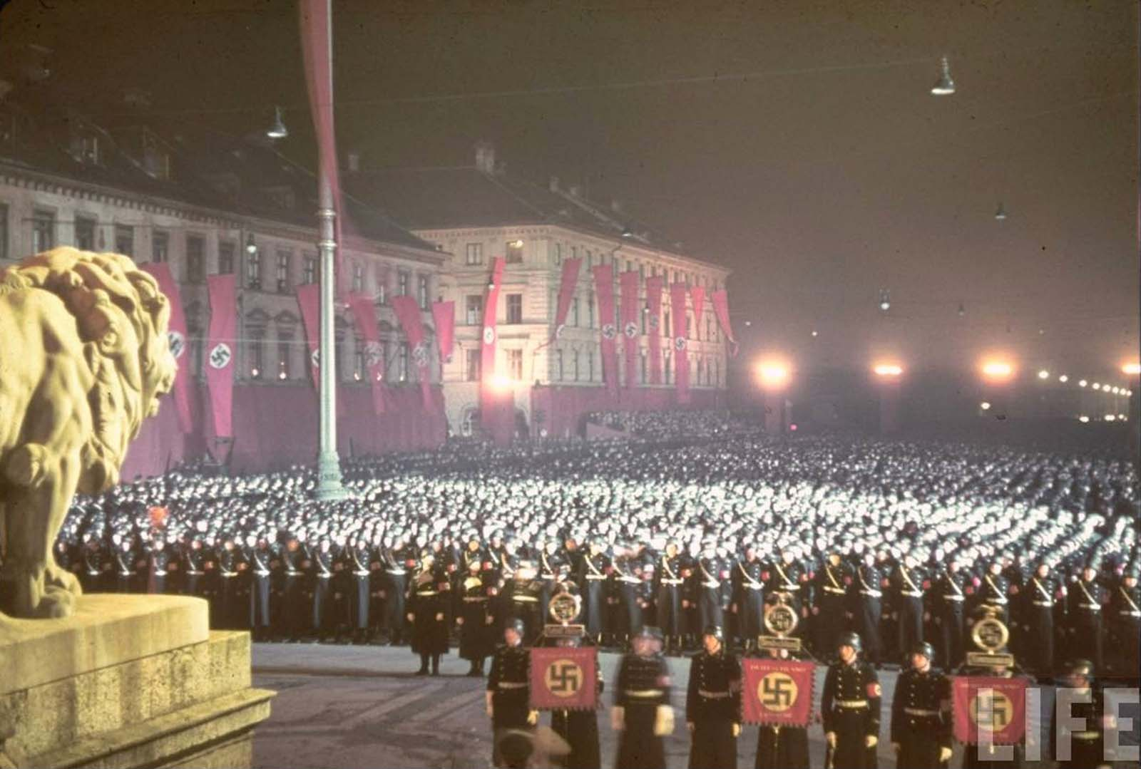Loyalty oath of Nazi SS troops, Feldherrnhalle, Munich, 1938