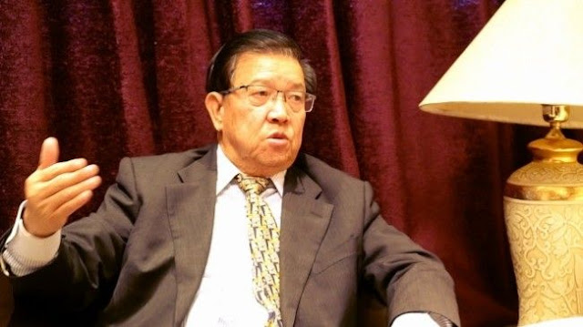 龙永图谈深圳的命运和香港的命运是紧紧相连的