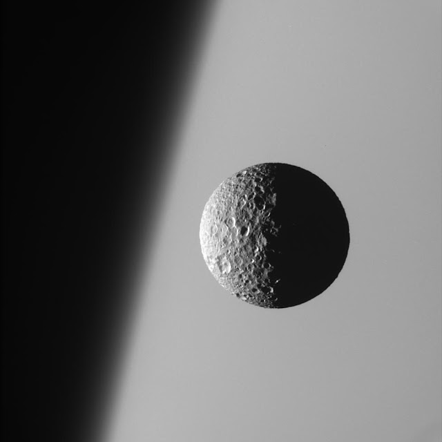 Супутник Сатурна Мімас.