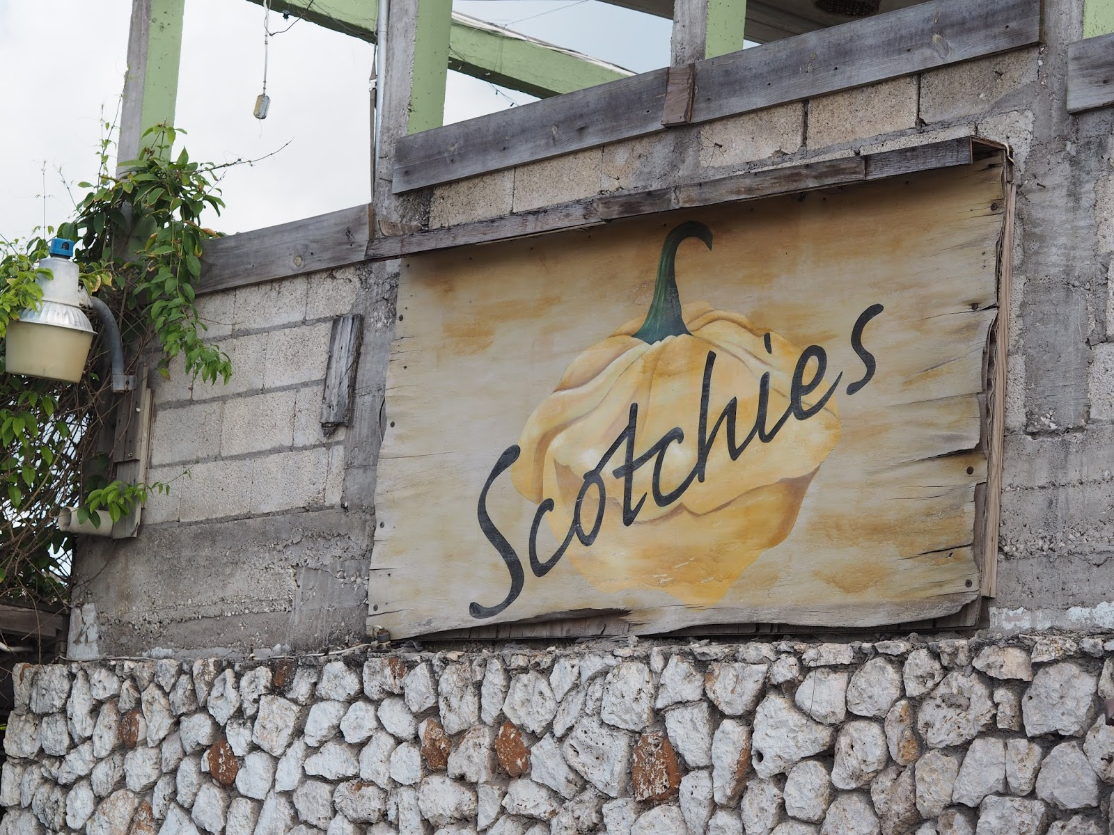 local resturant Scotties, Montego bag, jamaica, www,jadore-fashion.com