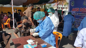 Hari Adyaksa 61, Kejari Samosir Lakukan Vaksinasi Covid dan Donor Darah