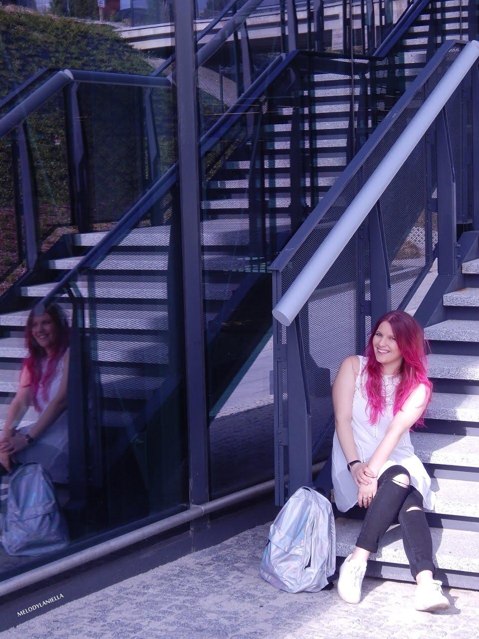 2 holograficzny plecak betterlook.pl farby venita różowe włosy jak pofarbować włosy kolorowe włosy ombre pink hair paul rich watches zegarek czarne jeansy z dziurami modna polka lookbook