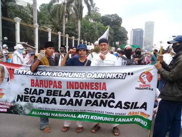 Gedung MPR/DPR RI, Senayan, Jakarta pada Kamis (16/7/2020) menjadi lokasi para pengunjuk rasa.
