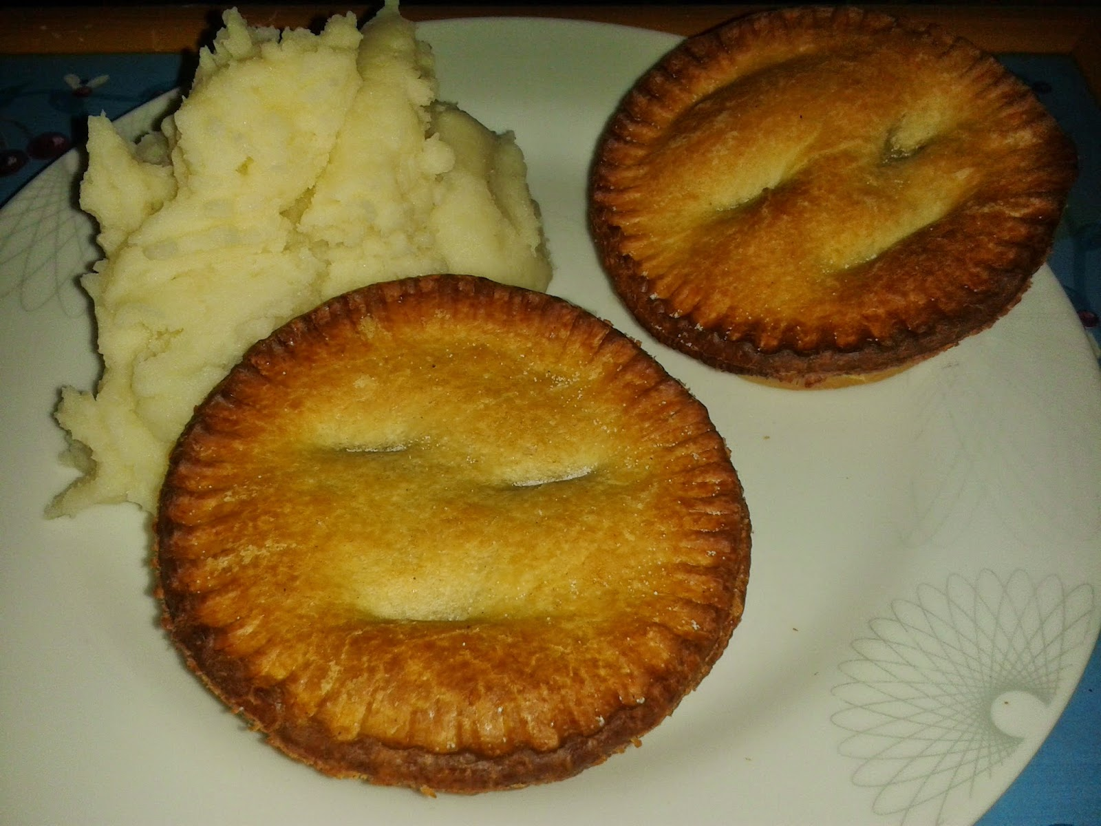 Pierate - Pie Reviews: Is Holland's Steak and Guinness pie ...