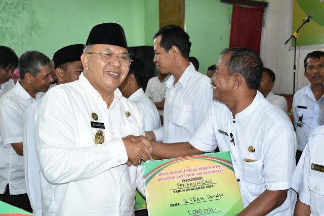 Bupati Didamping Wabup Serahkan Dana PAD dan RTM Dalam Kegiatan Eks-PNPM-MP Kecamatan se-Sergai
