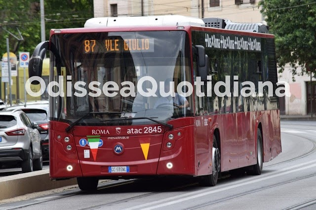 """Il verificatore Atac: """"Controllare distanziamento e mascherine sui bus? Impossibile, ci linciano"""""""