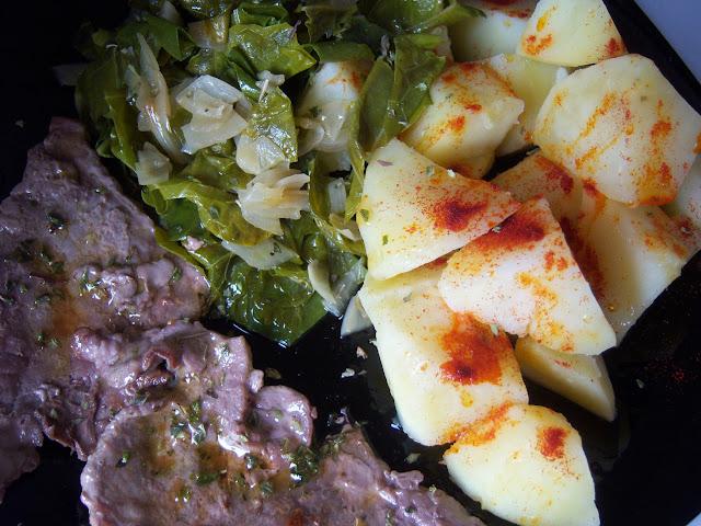 Salteado de acelgas con patatas, pimentón y filete de ternera