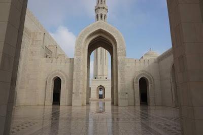 Hukum Orang Kafir Memasuki Masjid