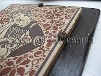 Socarrat sobre madera envejecida con alcayatas al estilo medieval. Soc-Art