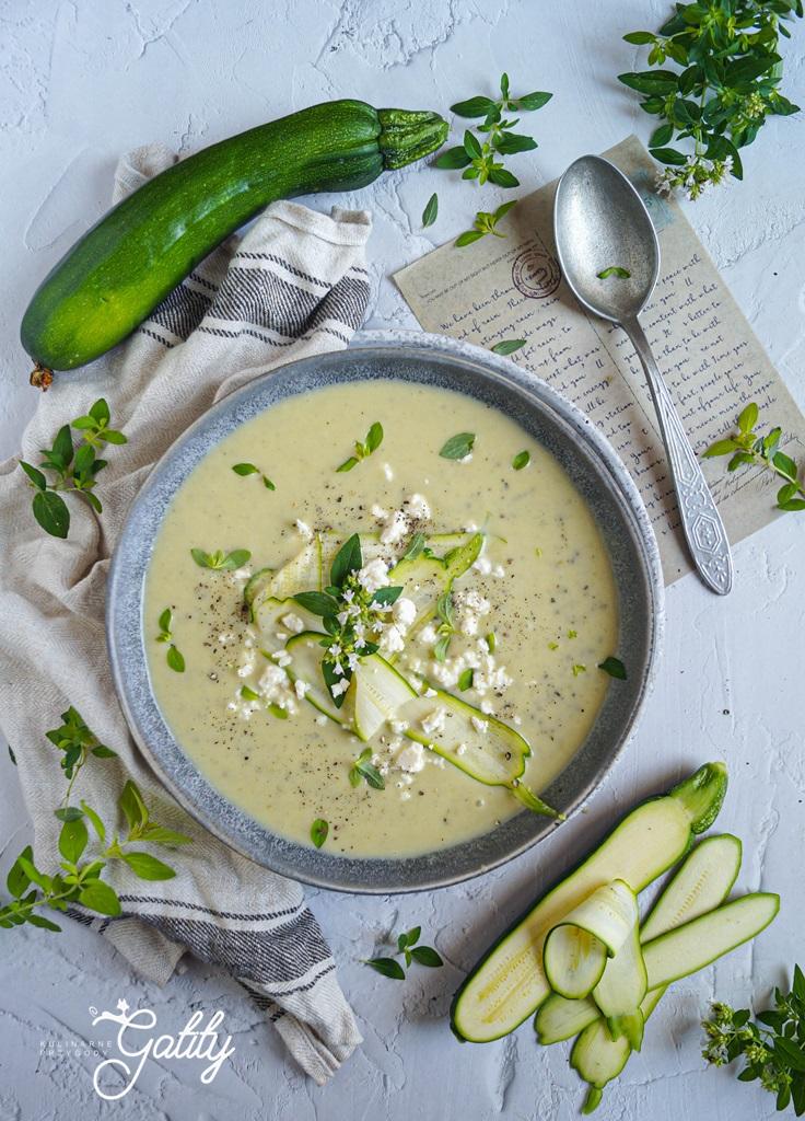 jasno-zielona-zupa-w-misce