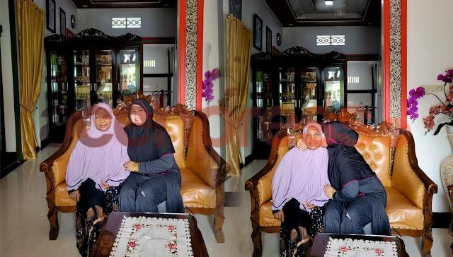 DR (Cn) Hj.Rizayati, SH MM: Ibu Permata dan Penentram Hatiku