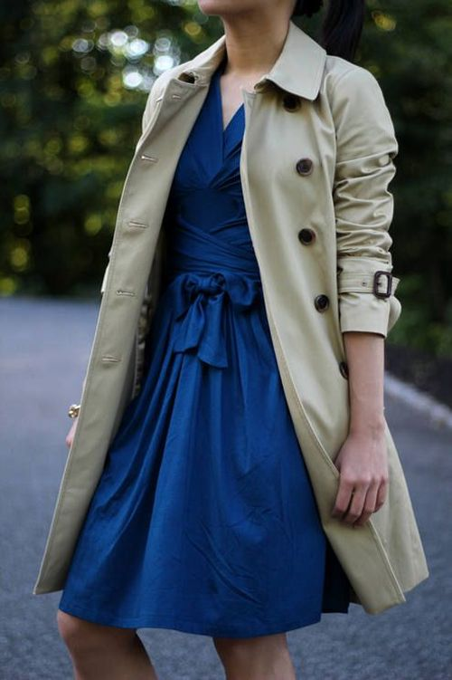 street style for spring: trench coat and cobalt dress