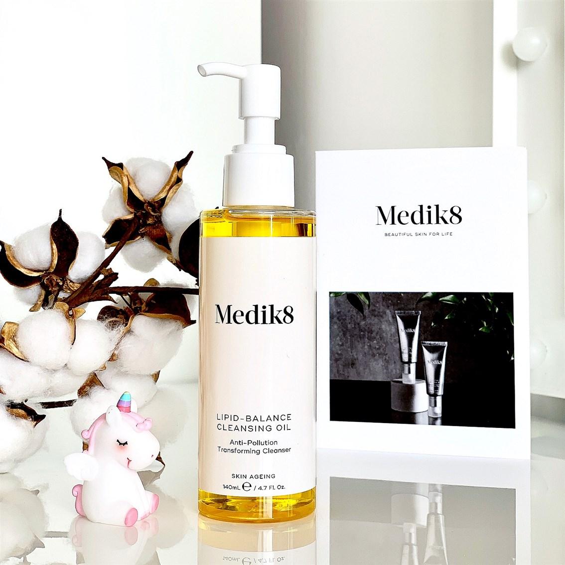 Medik8 Jedwabisty olejek do demakijażu blog