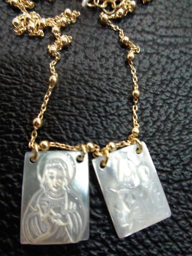 Gargantilla de plata dorada con chapas de nacar, 45€