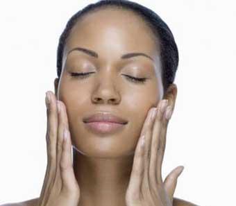 Tips make up untuk kulit wajah berminya
