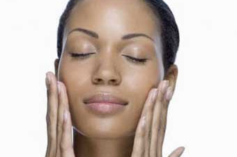 Tips make up untuk kulit berminyak dan berjerawat