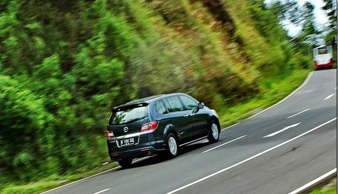 Tips Mudah Cara Mengemudi Mobil Di Jalan Tanjakan