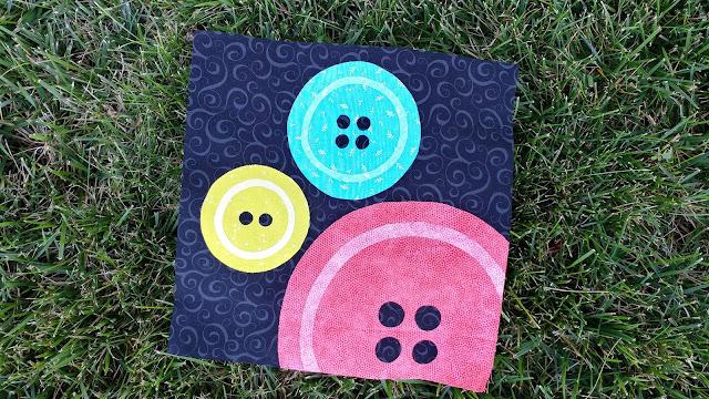 Modern buttons quilt block pattern