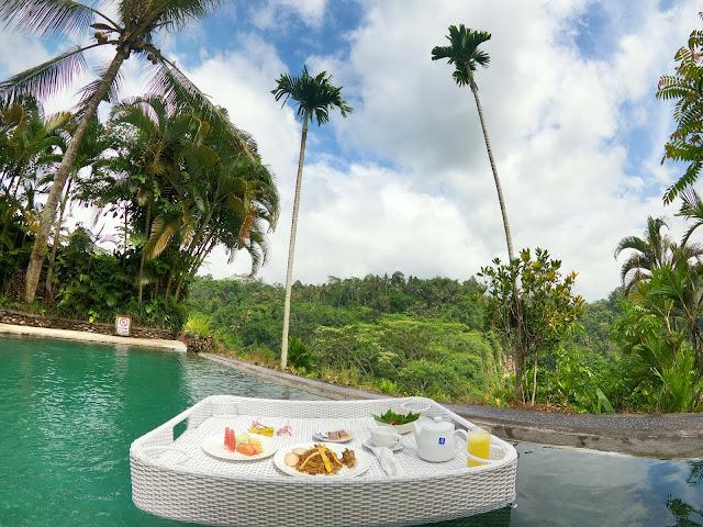floating breakfast at the Royal Pita Maha Resort