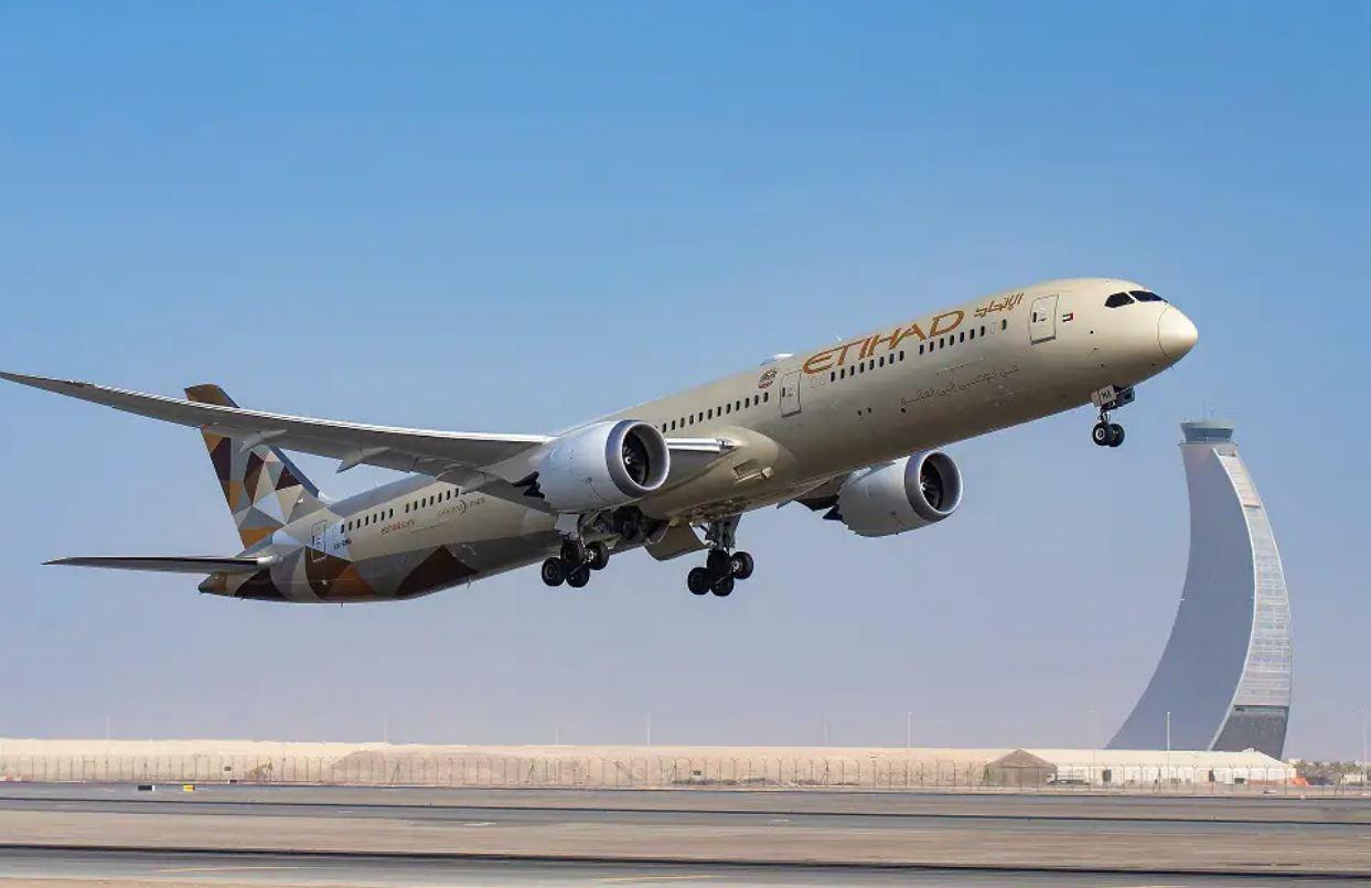 طيران الاتحاد تحتفل بالذكرى الـ 50 لدولة الإمارات
