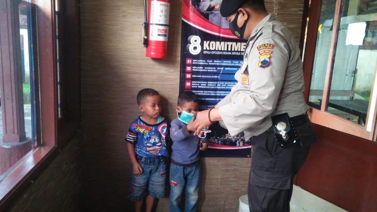 3 Hari Merengek Minta Masker, 2 Bocah Ini Terpaksa Dibawa Ke Kantor Polisi