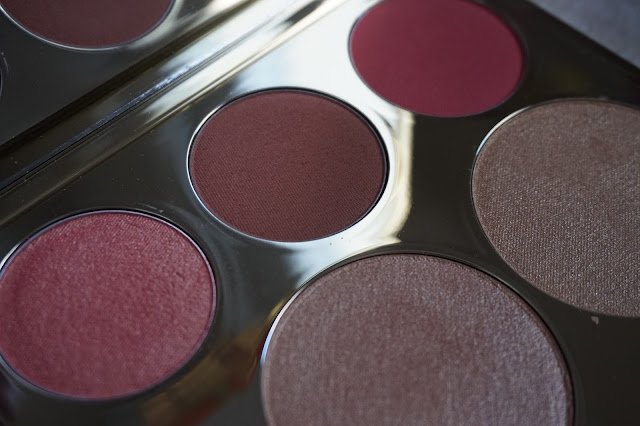 becca_jaclyn_hill_palette_revue_avis_swatches_blush_highlighters_poudres_powders_face_c_pop_collection_01