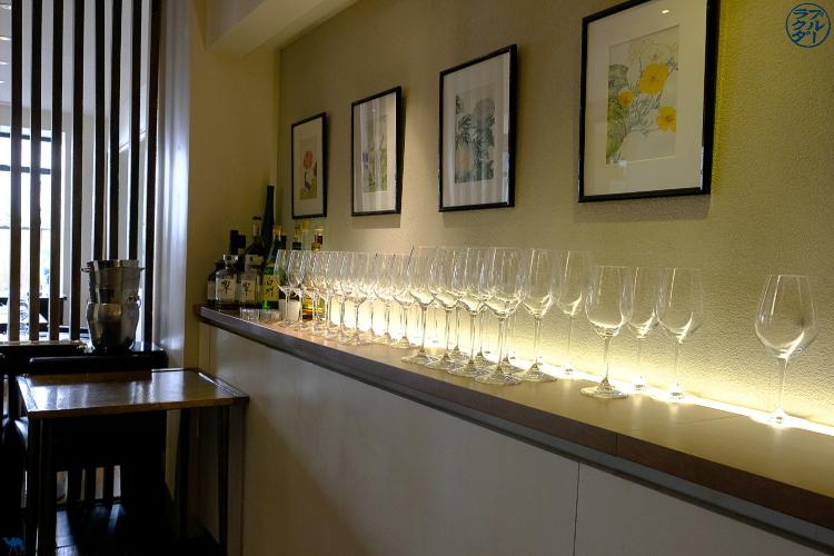 Le Chameau Bleu - Blog Gastronomie et Voyage   - Salle du Restaurant gastronomique Toyo  à Paris - chef japonais