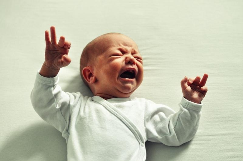 Bebeğinizin karnında şişlik varsa dikkat!