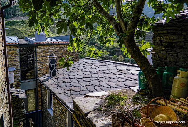 Telhados de ardósia típicos das aldeias de xisto em Piódão,Portugal