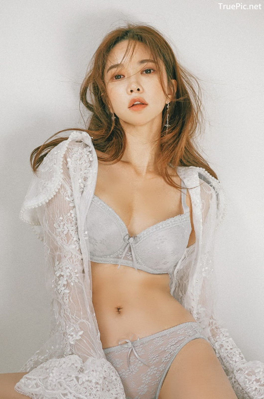 Image Korean Fashion Model - Park Soo Yeon - Light Grey and White Lingerie - TruePic.net - Picture-7