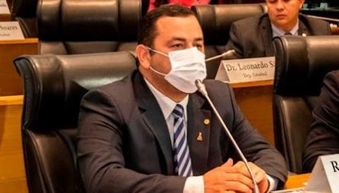 Vinicius Louro votou favorável ao Projeto de Lei que prioriza vacinas para funcionários da Educação.
