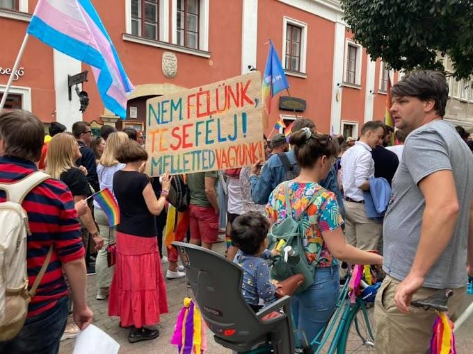 Feljelentést tesz a Mi Hazánk, mert gyerekeket láttak a pécsi Pride-on