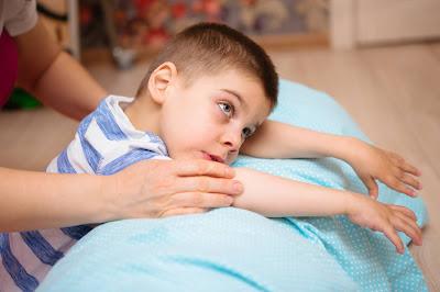 Niño con parálisis