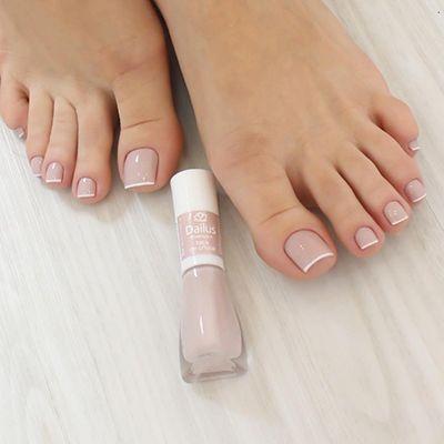 unhas dos pés nude delicadas