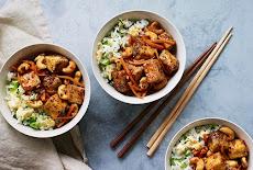 التوفو المقلي بالفلفل الحار مع أرز مقلي بالبيض