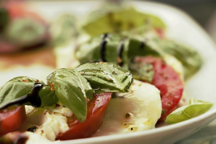 Mozzarella, Tomato and Rocket Salad with Basil Oil Dressing