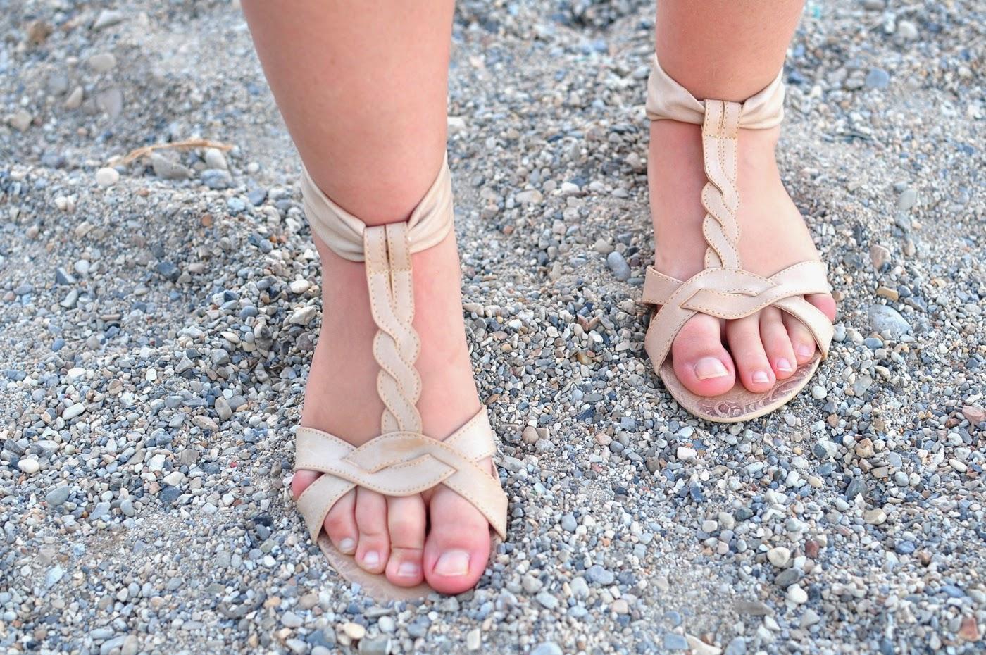 sandały-na-plażę