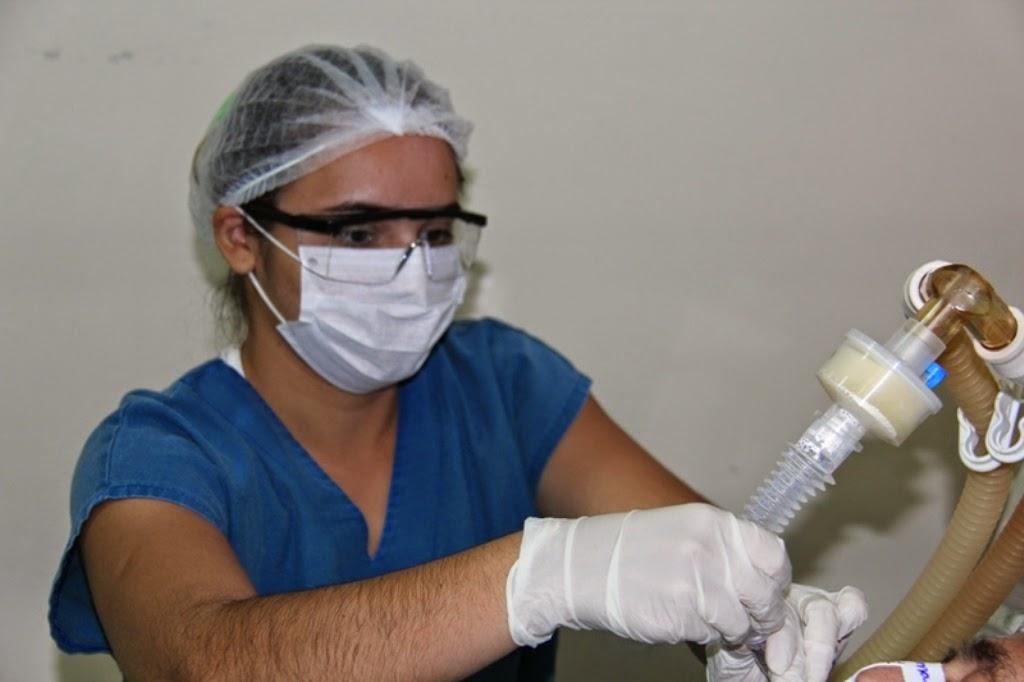 Janduhy Carneiro iniciou esta semana a distribuição de kits de EPI –  Equipamentos de Proteção Individual a funcionários ... 2335aa4115