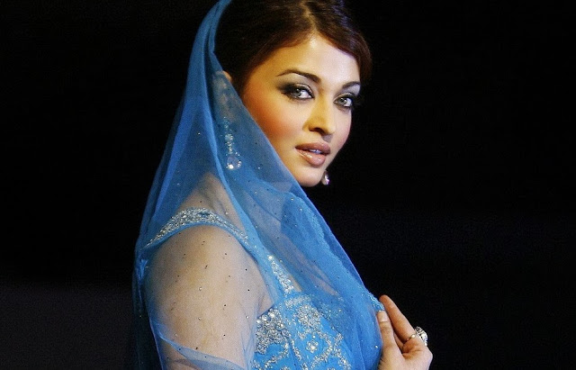 Aishwarya rai Blue saree Wallpaper