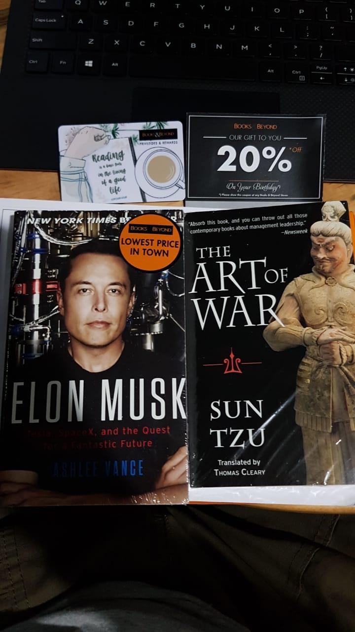 belanja buku di Books and Beyond BIP Bandung