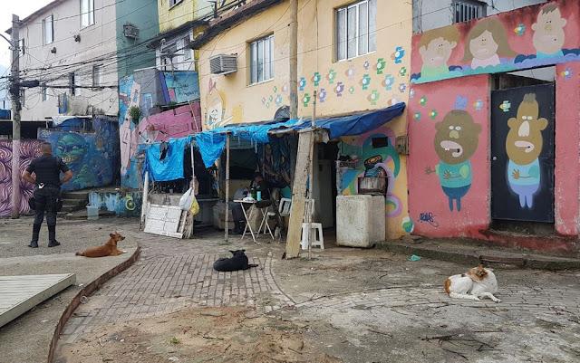 PMs de UPP são feitos reféns no morro dos Prazeres, no Rio