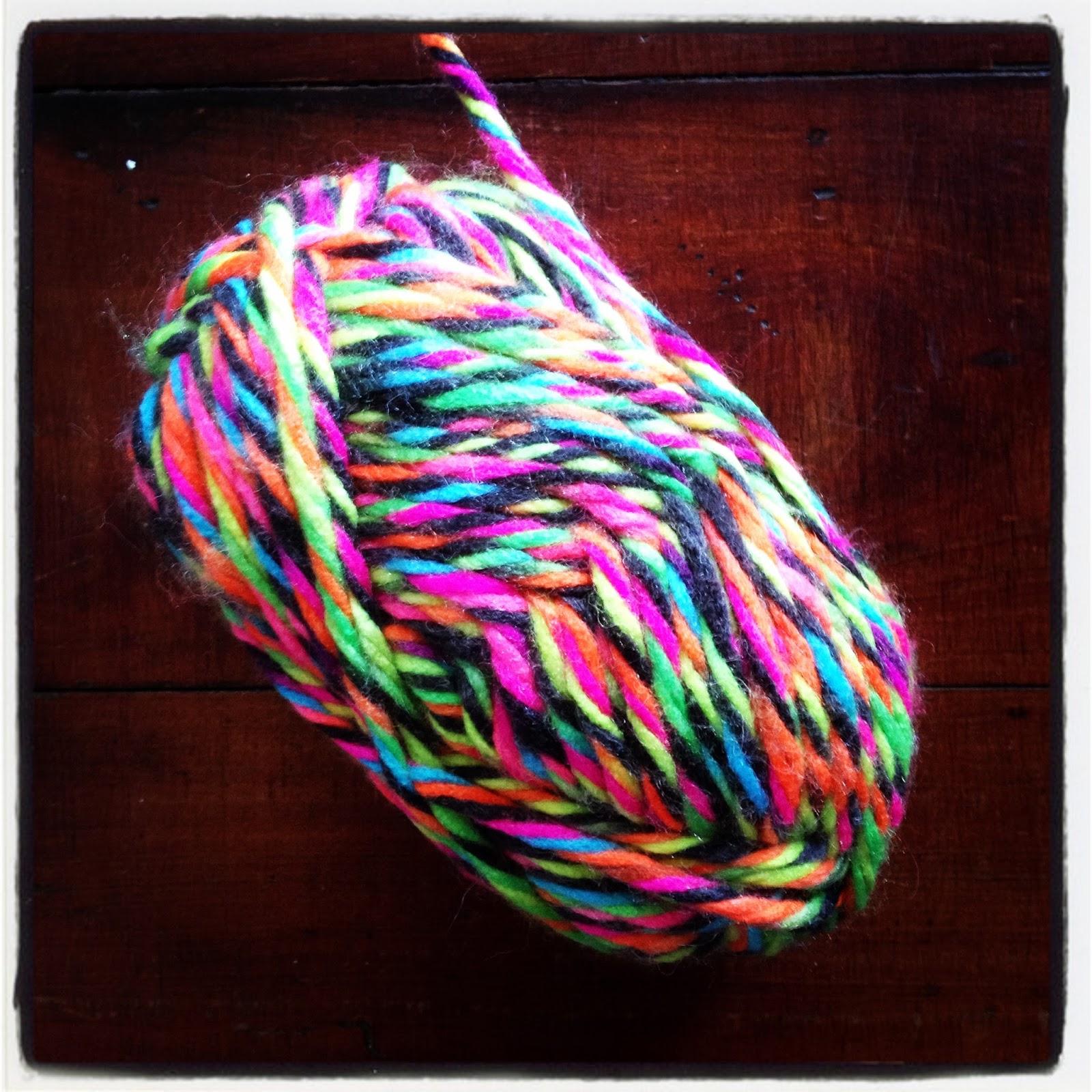 Blue Jacaranda by Linda Robertus: Wine bottle cover - knitting pattern