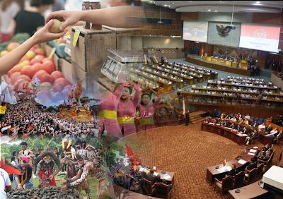 Hukum Adat adalah hukum asli masyarakat yang mencerminkan budaya bangsa Indonesia, mempunyai corak yang khas yang berbeda dengan negara-negara lain. Sebagaimana telah diuraikan pada postingan plengdut.com sebelumnya tentang sifat Hukum Adat yang selalu mengutamakan kepentingan kebersamaan dibanding kepentingan individu, gotong royong, dan kekeluargaan, yang memberikan warna dan kepribadian yang khas. Sistem Hukum Adat berdasar pada alam pikiran dan budaya bangsa Indonesia yang berbeda dengan cara berpikir sistem sistem hukum Barat.