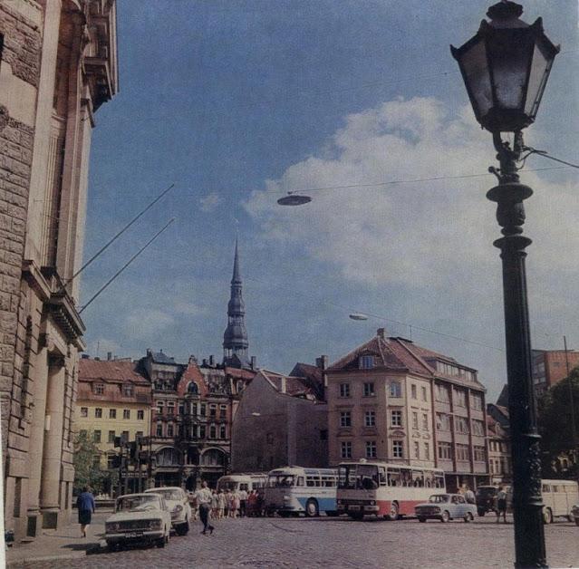 1978 год. Рига. В те годы на площади 17 Июня была автостоянка