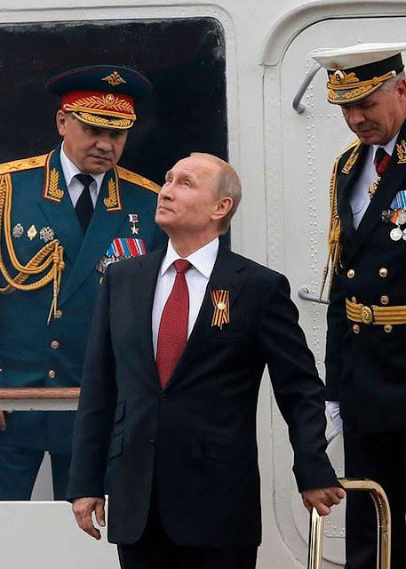 Os serviços de inteligência militares teriam concebido o maquiavélico plano que Putin adotou.