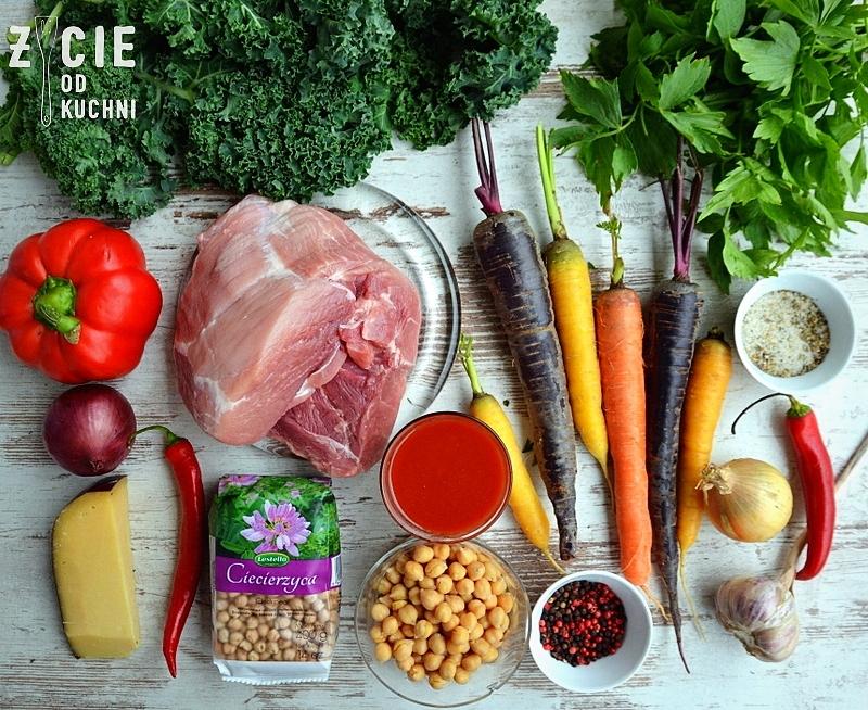 skladniki na gulasz, gulasz, zupa gulaszowa, lestello, czaena marchew, fioletowa marchewka