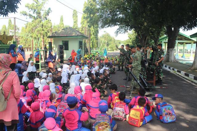 Bangga Punya TNI, 200 Siswa TK Cahya Kaila dan Paud As Salam Kunjungi Markas Kostrad di Mojosari