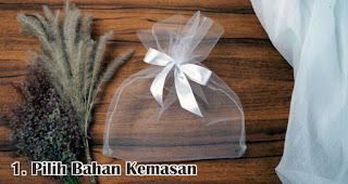 Pilih Bahan Kemasan merupakan salah satu tips memilih kemasan souvenir agar lebih menarik dan berkesan
