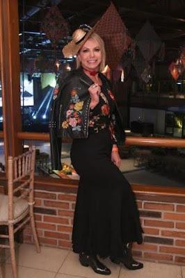 Festa Junina que contou com casamento caipira de Adriana Bombom e show de Lucy Alves