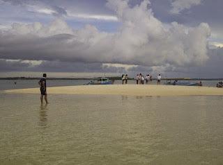 Pulau Pasir setelah terbentuk saat air laut surut
